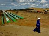منصوبے سے پائپ لائن سے کینیڈا کے خام تیل کو امریکی ساحل کے خلیجی علاقے میں نصب رفائنریز تک لایا جائے گا۔ فوٹو: فائل