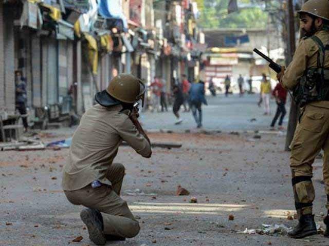 بھارتی فوج نے مظاہرین پر اندھا دھند فائرنگ کی اور چھرے والی بندوق کا بھی استعمال کیا، کشمیر میڈیا سروس۔ فوٹو: فائل