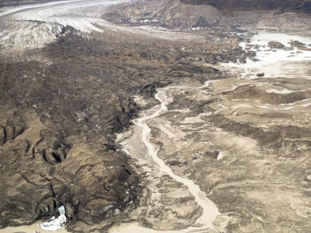 گلیشیئر پگھلنے سے کینیڈا کا یکون دریا جھیل کی بجائے اب رخ بدل کر بحرالکاہل میں گرنے لگا ہے،  فوٹو: بشکریہ نیچر