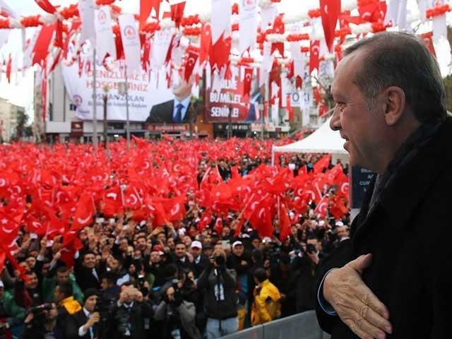 مخالفین کی جانب سے احتجاج کاسلسلہ جاری، پولیس نے فریڈم آف سولیڈیریٹی پارٹی استنبول کے صدرمیسوت گیسگل کوگرفتارکرلیا۔ فوٹو: فائل