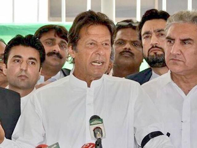 ادارے نوازشریف کے وزیراعظم ہوتے ہوئے کیسے تحقیقات کریں گے، عمران خان۔ فوٹو : آئی این پی