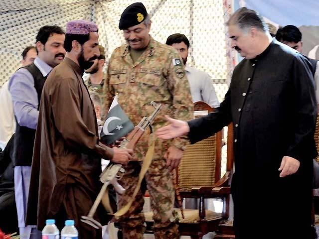 قومی دھارے میں شامل ہونے والوں کا کہنا تھا کہ ہمیں بلوچستان کی آزادی کا جھانسہ دے کر بہکایا گیا۔ فوٹو:  این این آئی