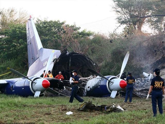 مسافر طیارے میں 8 فوجی اہلکار بھی سوار تھے جب کہ آرمڈ فورسز نے حادثے کی تحقیقات شروع کردیں۔ فوٹو:فائل