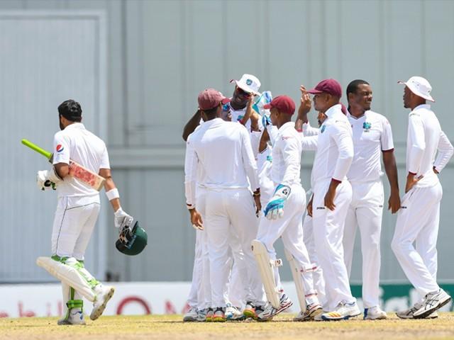پاکستان کی پوری ٹیم ویسٹ انڈیز کے 188 رنز کے جواب میں 81 رنز پر ڈھیر ہوگئی۔۔ فوٹو: اے ایف پی