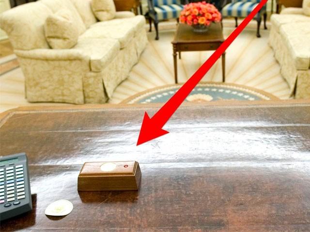 امریکی صدر نے یہ سرخ بٹن خصوصی طور پر ایجنسی کی ٹیم کو دکھایا تھا۔ فوٹو: نیٹ