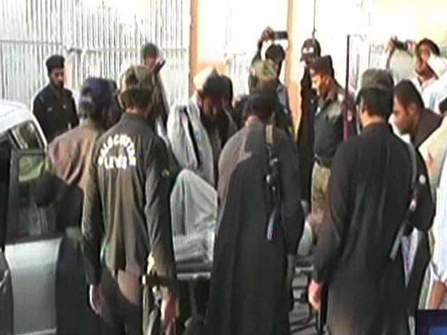 افغان فورسز کی جانب سے فائرنگ کے پیش نظر چمن بارڈر کو بند کر دیا گیا ہے، ڈی جی آئی ایس پی آر۔ فوٹو: ایکسپریس نیوز
