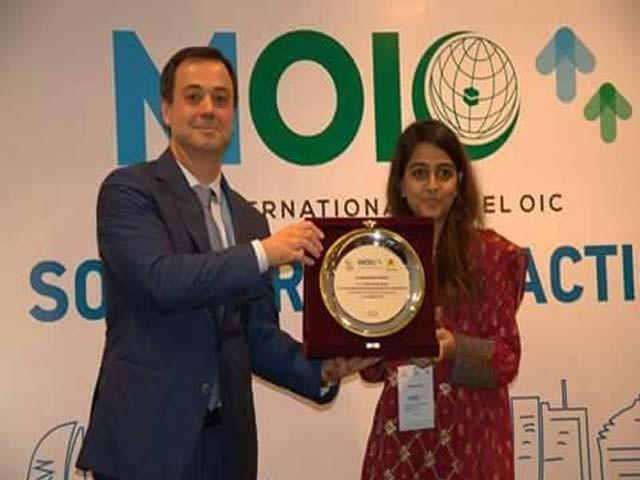 سیشن کی نگرانی کرنے والے ممبران کی رپورٹس کی بنیاد پر جامعہ کراچی کے طلبہ کی قائدانہ صلاحیتوں کا اعتراف کرتے ہوئے انہیں پہلی پوزیشن سے نوازا گیا۔ فوٹو: ایکسپریس