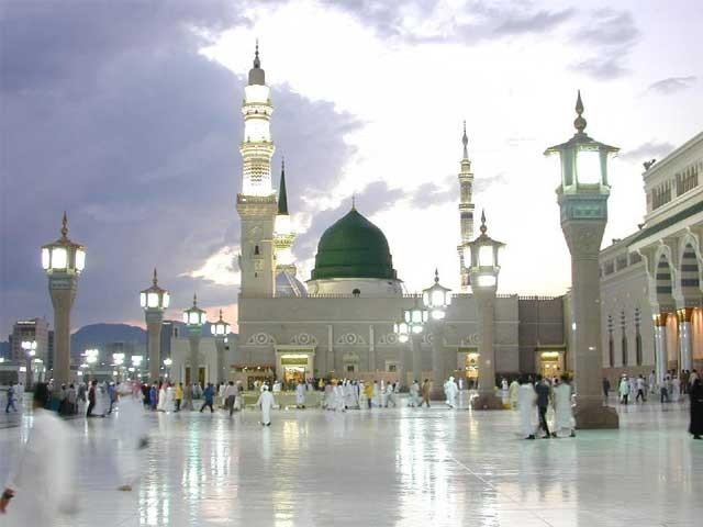 مسجد نبویؐ کے تمام داخلی اور خارجی دروازوں پر وہیل چیئر رکھی جائیں گی۔ فوٹو: فائل