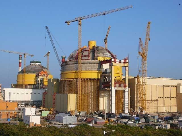 مودی کابینہ نے ایٹمی بجلی گھروں کے ایسے منصوبے منظور کیے ہیں جن کی تنصیب کے مقام اور مدت سے کوئی بھی واقف نہیں۔ (فوٹو: فائل)
