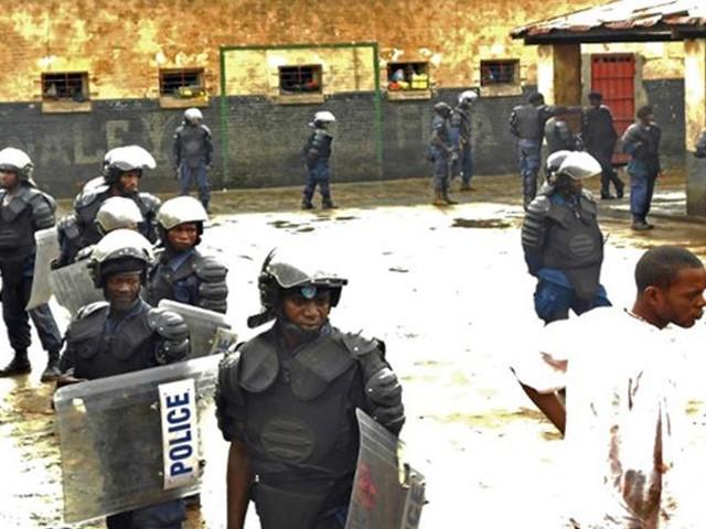 مسلح افراد نے جیل پر حملہ کیا جس کے بعد سیکیورٹی فورسز اور حملہ آوروں کے درمیان شدید فائرنگ کا تبادلہ ہوا، حکام۔ فوٹو: فائل