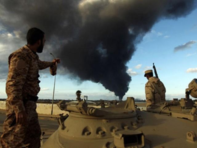 ایئربیس پر حملہ اس وقت ہوا جب فوجی ملٹری پریڈ سے واپس آرہے تھے اور وہ غیرمسلح تھے،لیبین نیشنل آرمی۔ فوٹو: فائل