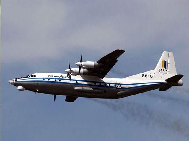 طیارے میں ایئر فورس افسران اور ان کے اہل خانہ کے ساتھ عملے کے 14 ارکان سوار تھے،حکامفوٹو:فائل