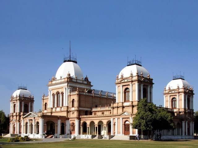 نواب سر صادق محمد خاں خامس عباسی 30 ستمبر 1904 کو بروز جمعہ دولتِ خانہ عالیہ بہاول پور کی عمارت میں پیدا ہوئے۔ فوٹو : فائل