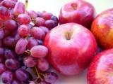 ہلدی ، سیب اور سرخ انگور کو ایک ساتھ کھانے سے پروسٹیٹ کینسر کو دور بھگایا جاسکتا ہے۔ فوٹو: فائل