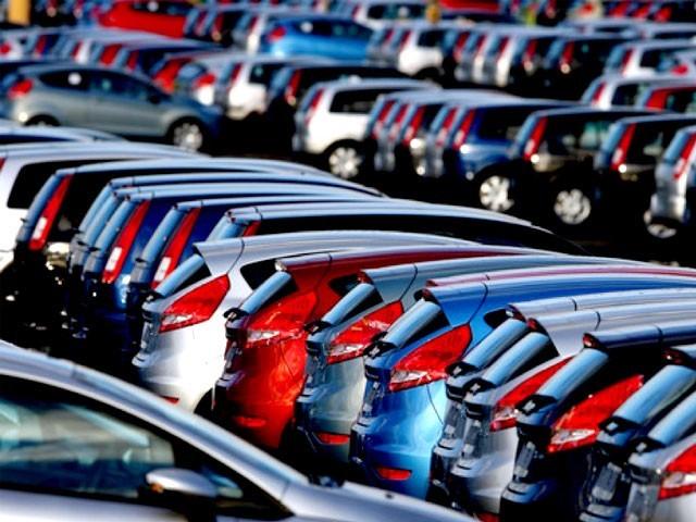 ڈیزل اور پٹرول کاروں کی فروخت 2040 تک بند کردی جائے گی، وزیر ماحولیات نیکولاس ہولاٹ۔ فوٹو: نیٹ