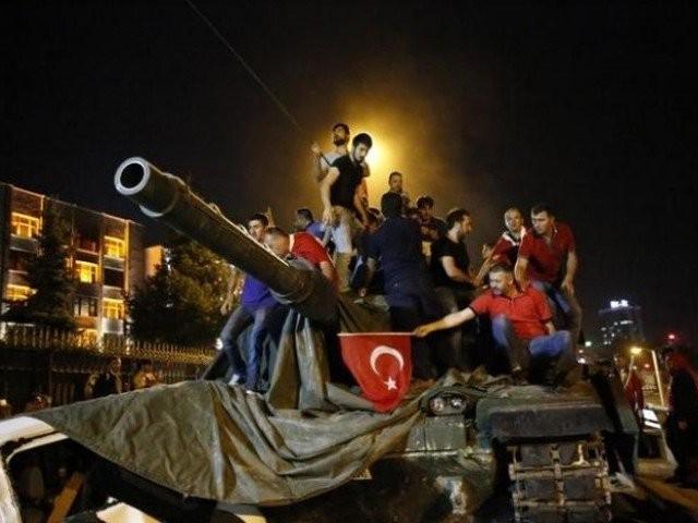 ترکی کی موجودہ سیاسی حکومت نے عوام کو زندگی کی تمام تر سہولیات دیں، بہترین خارجہ پالیسی کے باعث اقوام عالم اور عالم اسلام میں اپنے ملک کو ایک ممتاز مقام دلایا۔ لیکن پاکستان کی سیاسی حکومتوں نے عوام کو کیا دیا؟
