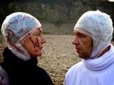 ایمبیئنس فلم کا ایک سین جس میں دو کردار ایک دوسرے کو دیکھ رہے ہیں۔ تصویر بشکریہ دی لونگیسٹ فلم ویب سائٹ