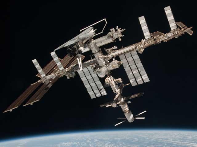 اب بین الاقوامی خلائی اسٹیشن کی سیر کےلیے اربوں روپوں کی ضرورت نہیں کیونکہ یہ مقصد گوگل اسٹریٹ ویو نے پورا کردیا ہے۔ (فوٹو: فائل)