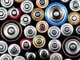 آئن بیٹری کو براہِ راست انسانی اعضا اور خلیات سے جوڑا جاسکتا ہے کیونکہ یہ آئنی بجلی خارج کرتی ہے۔ فوٹو: فائل