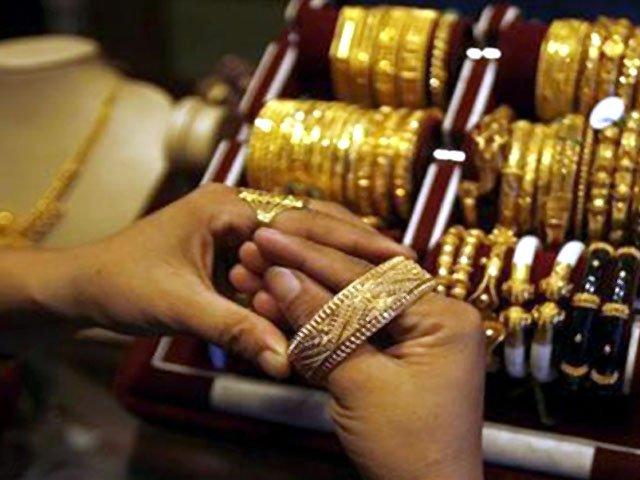 فی تولہ چاندی کی قیمت بغیر ردوبدل 730 اور دس گرام 625.71 روپے رہی۔ فوٹو: فائل