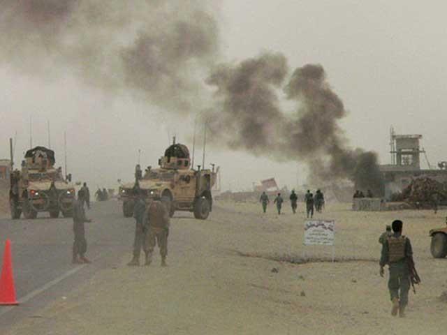 قندھار میں کرزلی فوجی کیمپ پر طالبان کا حملہ رات گئے ہوا جو کئی گھنٹوں کے بعد علی الصبح تک جاری رہا۔ (فوٹو: انٹرنیٹ)