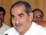 عمران خان صاحب کچھ روز بعد بغلیں جھانکنے والے ہیں، وزیر ریلوے۔ فوٹو: فائل