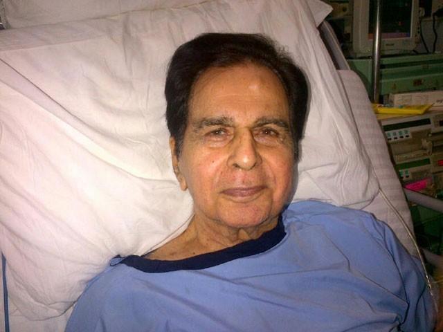 دلیپ کمار کو گردے میں تکلیف ہوئی جس کے بعد انہیں اسپتال لے جایا گیا— فوٹو : فائل
