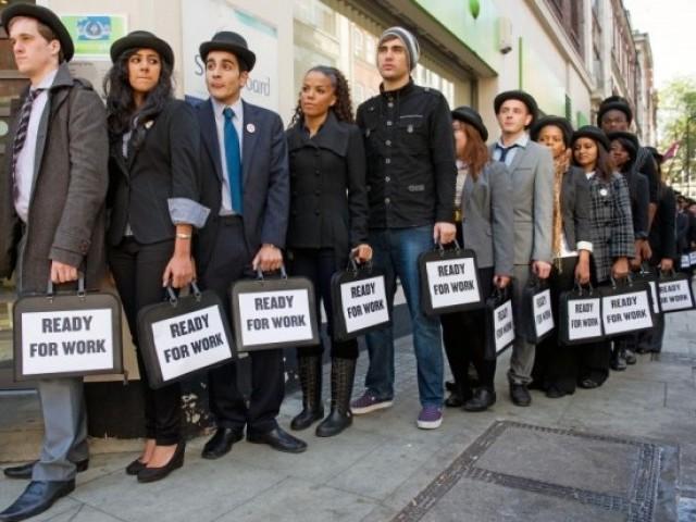 بیروزگاری کی شرح بھی 0.1فیصد گھٹ کر 4.3 فیصد رہ گی جو 16 سال کی کم ترین سطح ہے۔ فوٹو: اے ایف پی