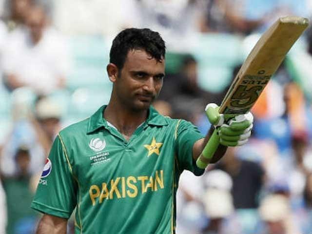 چیمپئنز ٹرافی کی فاتح پاکستان ٹیم کے کھلاڑی فخر زمان کو انٹرنیشنل لیگز میں ہاتھوں ہاتھ لیا جا رہا ہے . فوٹو: فائل