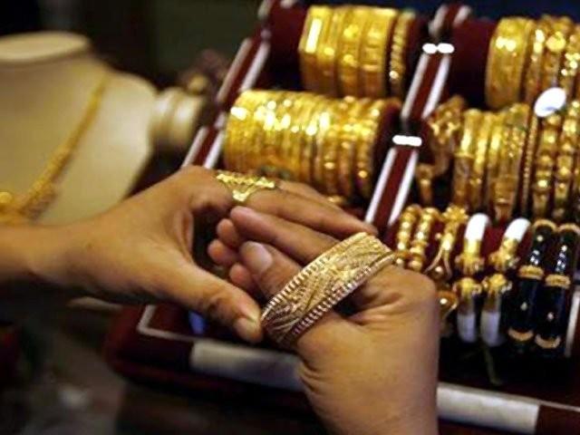 فی تولہ سونے کی قیمت بڑھ کر50 ہزار 600 اور فی دس گرام سونے کی قیمت بڑھ کر43 ہزار 371 روپے ہوگئی۔ فوٹو: فائل
