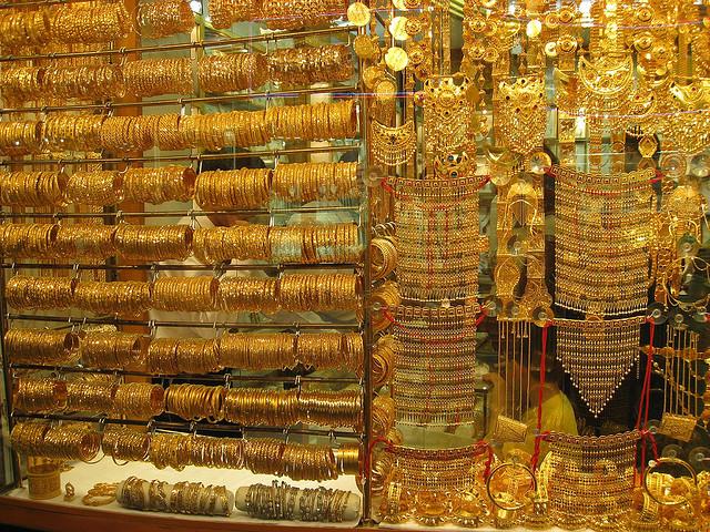 فی تولہ سونے کی قیمت بڑھ کر50900 روپے اور فی دس گرام سونے کی قیمت بڑھ کر43628 روپے ہوگئی۔ فوٹو: فائل