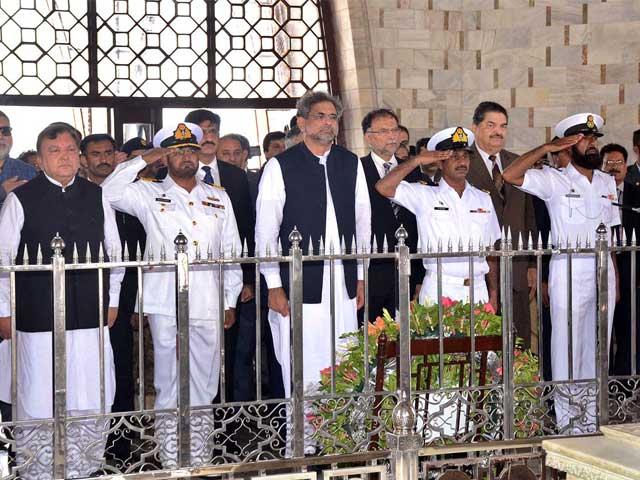 وزیر داخلہ احسن اقبال،گورنرسندھ محمدزیبر، وزیراعلیٰ سندھ مراد علی شاہ وزیراعظم کے ہمراہ تھے فوٹو: اے پی پی