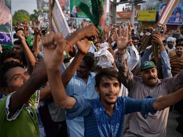 نوازشریف لاہور میں پہلے شاہدرہ چوک اور پھر داتا دربار کے باہر شرکائے ریلی سے آخری خطاب کریں گے : فوٹو : فائل