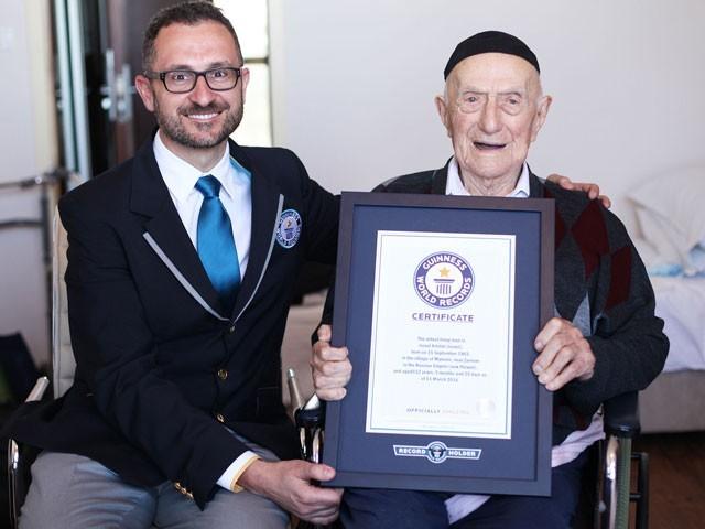 اسرائیل کرسٹل اپنی 114 ویں سالگرہ سے ایک ماہ قبل وفات پائے— فوٹو : فائل