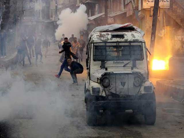 ضلع زیناں پورا میں نامعلوم افراد کے حملے میں  2 بھارتی فوجی ہلاک اور کیپٹن سمیت 6 اہلکار زخمی ہوگئے، فوٹو: فائل