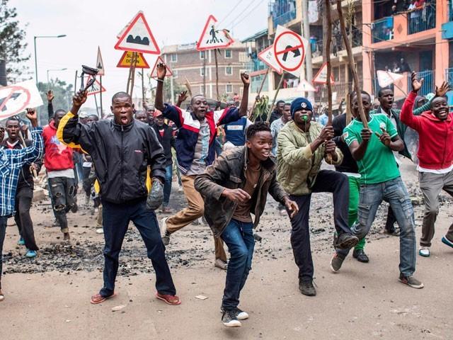عوام یوہورو کینیاٹا کے دوبارہ صدر منتخب ہونے کے خلاف سراپا احتجاج ہیں— فوٹو : فائل