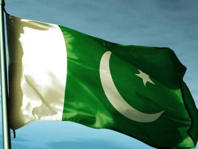 پرچم کے سب سے اوپری کنارے پر ''اللہ اکبر'' بھی کندہ ہے ۔ فوٹو: فائل