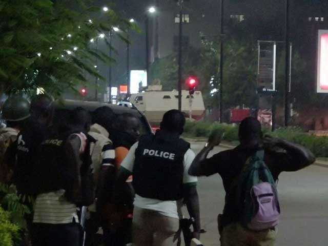 سیکیورٹی اہلکاروں سے جھڑپ میں 3 حملہ آور بھی مارے گئے. فوٹو: رائٹرز