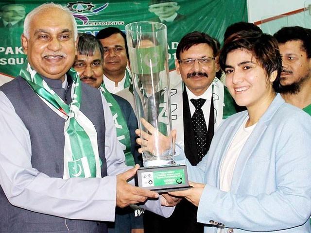 ماریہ نے حریف فائزہ ظفر کو 0-3 سے شکست دے کر چیمپئن شپ اپنے نام کی۔ فوٹو: این این اآئی