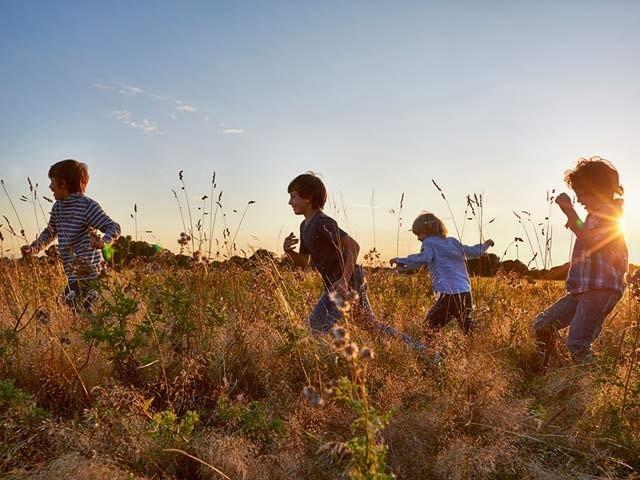 بچوں کو  دوڑ اور ورزش کا عادی بنایا جائے تو کئی عشروں بعد بھی  ذہنی صلاحیت پر اس کے مثبت اثرات مرتب ہوتے ہیں،ماہرین۔ فوٹو: فائل
