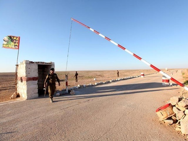 1990 میں کویت پر عراقی حملے کے بعد سعودی عرب نے سرحد بند کردی تھی۔— فوٹو : فائل