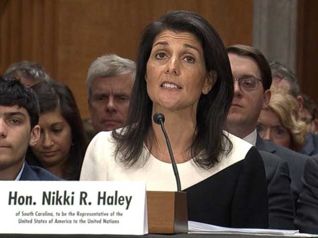 اقوامِ متحدہ میں امریکی سفیر نکی ہیلی کہتی ہیں کہ ایران پر امریکی پابندیوں کا عالمی ایٹمی معاہدے سے کوئی تعلق نہیں۔ (فوٹو: فائل)