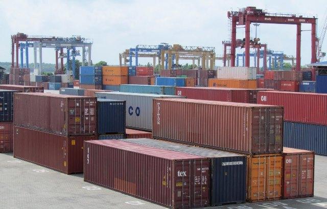 برآمدات کیلیے مراعات پرعائدشرائط نرم کی جائیں گی،سخت تقاضوں کے باعث تجارتی پالیسی سے فائدہ نہ اٹھایاجاسکا،ذرائع فوٹو: فائل