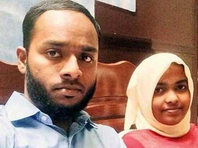 بھارتی سپریم کورٹ میں نومسلم لڑکی کی مسلمان نوجوان سے شادی منسوخی کیخلاف دائر اپیل کی سماعت ہوئی۔ فوٹو: فائل