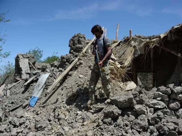 ننگرہار میں داعش کے ٹھکانوں پر فضائی حملوں میں اسلحہ کا ذخیرہ بھی تباہ کردیا گیا، حکام۔ فوٹو: فائل