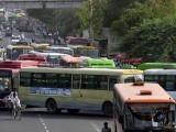 یہ حادثہ کشمیری گیٹ بس ٹرمینل کے قریب پیش آیا جس کا زخمی 12 گھنٹے تک فٹ پاتھ پر بے ہوش پڑا رہا۔ فوٹو: انٹرنیٹ