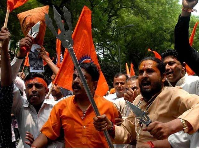 پولیس نے ہندؤں اتنہا پسند حملہ آوروں کے بجائے مسلمان متاثرین کو ہی گرفتار کرلیا۔ فوٹو: فائل