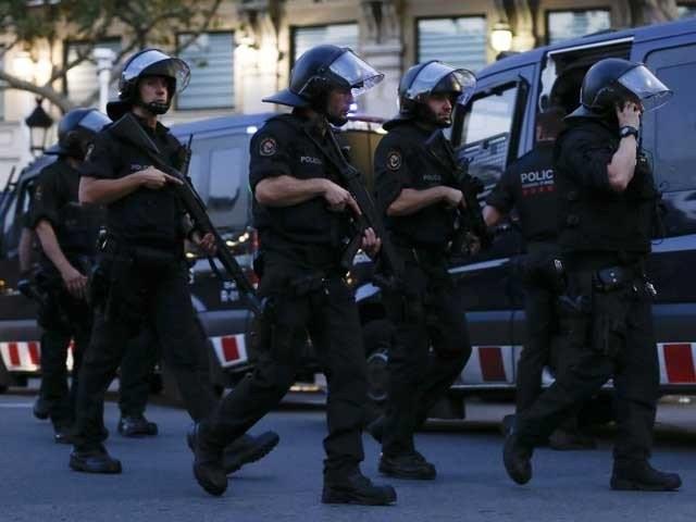 بارسلونا میں دہشتگردی کے2 واقعات ہوئے جس میں 13 افراد ہلاک اور خواتین بچوں سمیت 64 افراد زخمی ہوگئے ۔ فوٹو : فائل