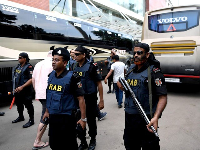 بنگلادیش میں سربراہان مملکت کیلیے اٹھائے جانے والے اقدامات بھی پیچھے رہ گئے۔ فوٹو: نیٹ