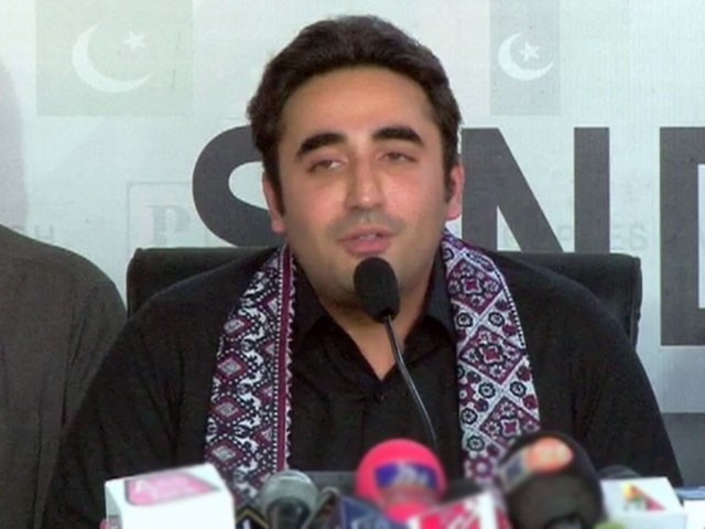 ابتدائی مرحلے میں ناہید خان اورسابق سینیٹر صفدر عباسی سے رابطہ کرنے کی ہدایت۔ فوٹو:فائل